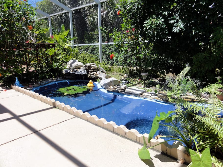The fountain and waterfall in the pond adds a relaxing natural din to the space bringing you closer to nature.