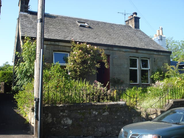 Child friendly cottage, Cambusbarron, Stirling