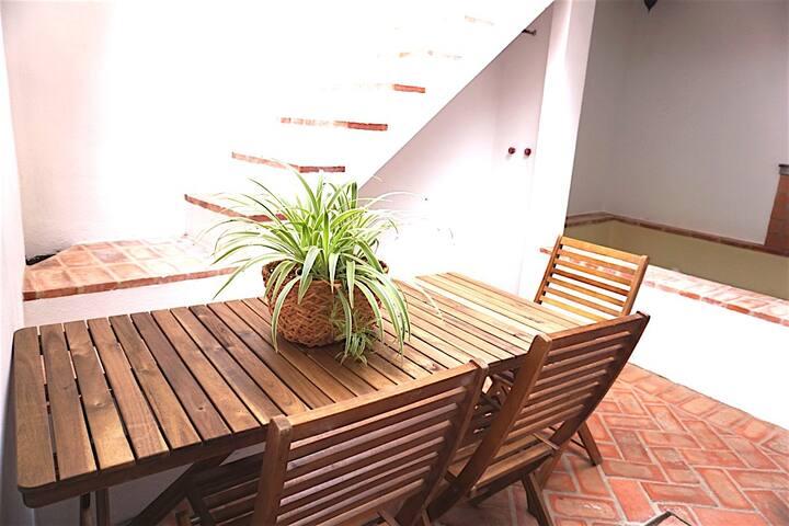Casa independiente PATIO Y RERRAZA