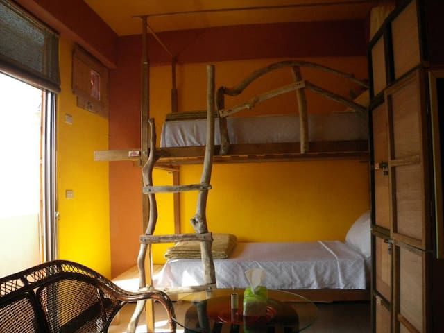 Groundnut Backpacker 4 people Room