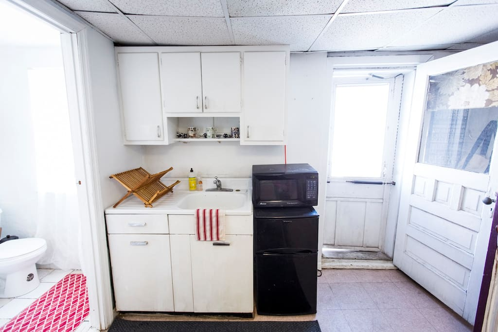 Kitchenette w/ roof access