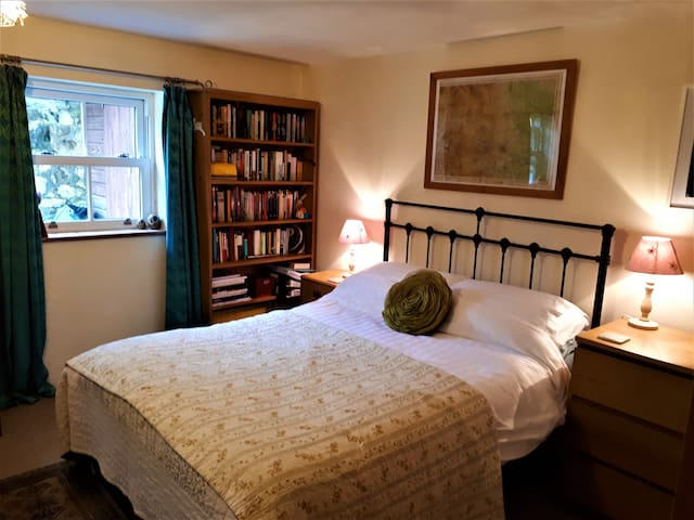 Large bedroom, private sitting room + shower room
