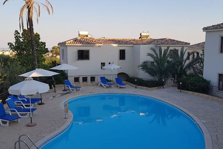 1 bed modern apartment with pool close to beach