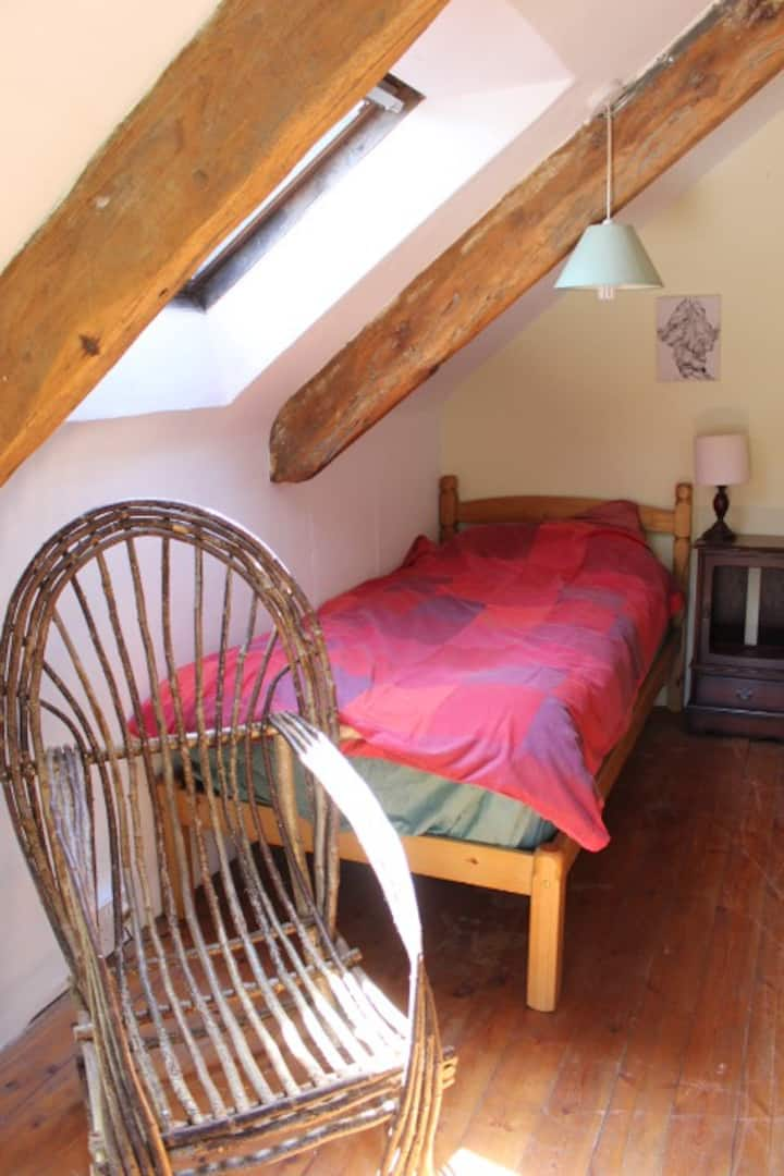 Brithdir Mawr Community - Sunrise Room