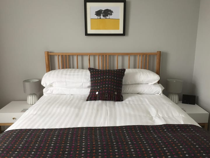Contemporary B&B Standard Kingsize