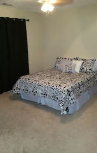 Comfy room near downtown Savannah! - Garden City