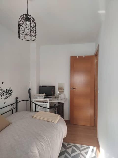 Habitación privada en  piso luminoso.