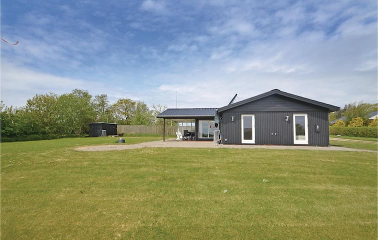 Holiday cottage with 2 bedrooms on 71m² in Struer