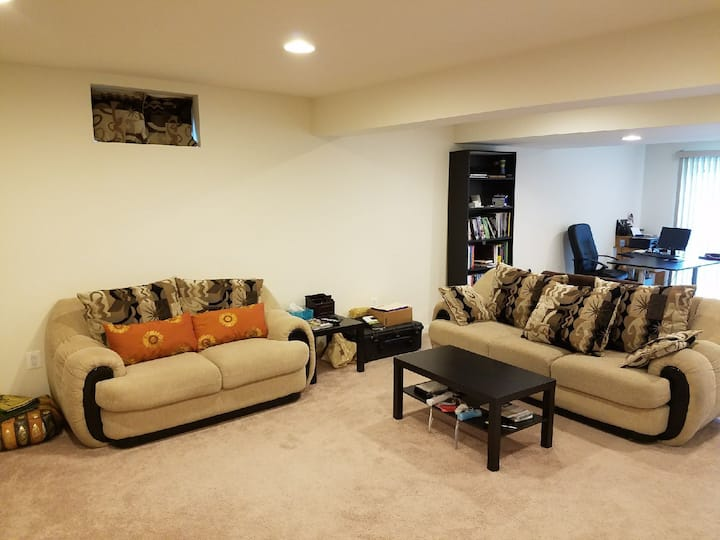 Walkout basement w/ pvt bed & bath in Woodbridge