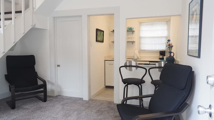 Private Studio Quarters in Kessler Park area.