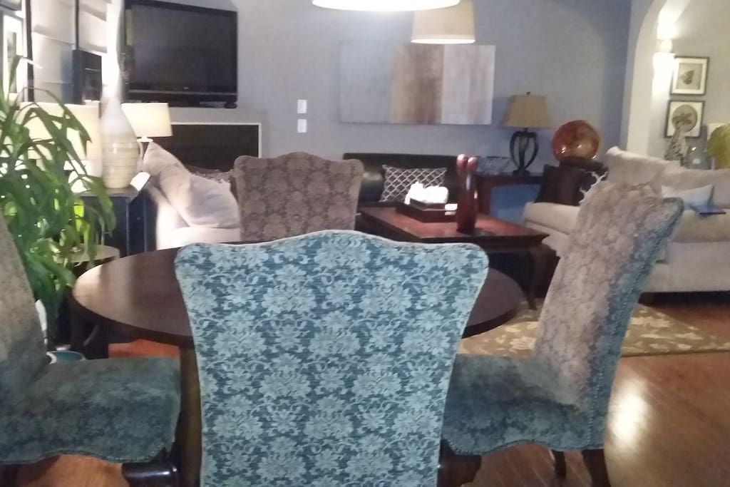 Eat-in Dining (extra chairs in home)