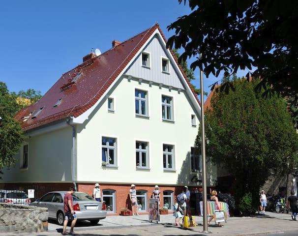 4-Zimmerwohnung in einer Villa 200m vom Strand