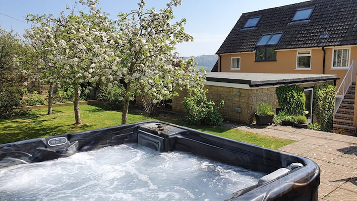 Underbury - Hot tub and romance in the Cotswolds