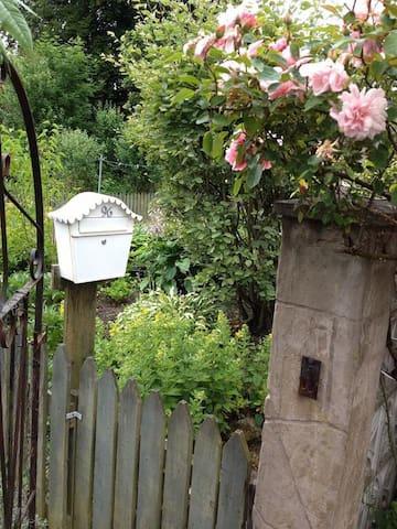 Glenalva, Charming Garden Apartment