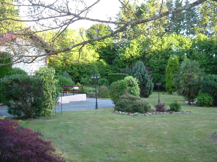 Pretty cottage with pool in 5 acres of grounds.