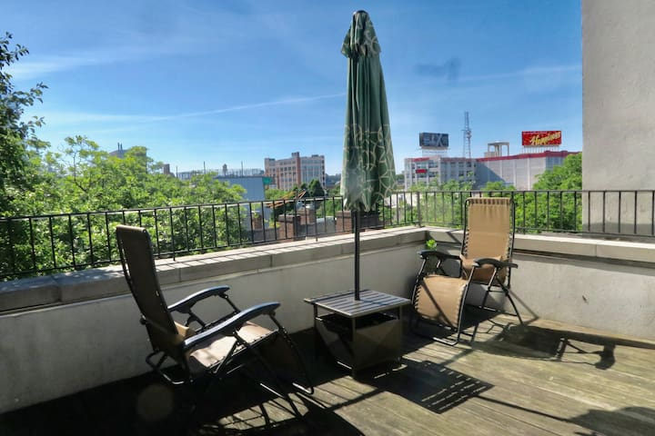 ROOFTOP BALCONY, 2 bedroom apartment in Old City