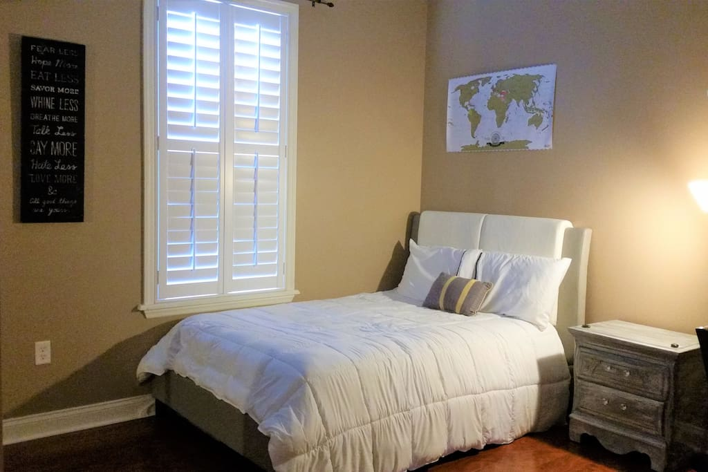 Comfortable& Spacious room with hard wood floors and queen size bed