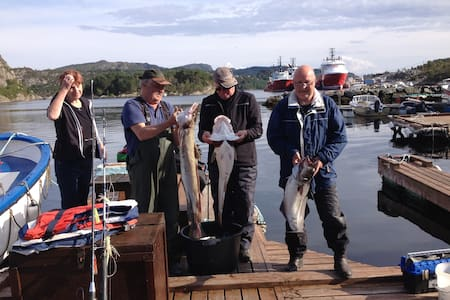 Sportfiske og turer i kystlandskap.