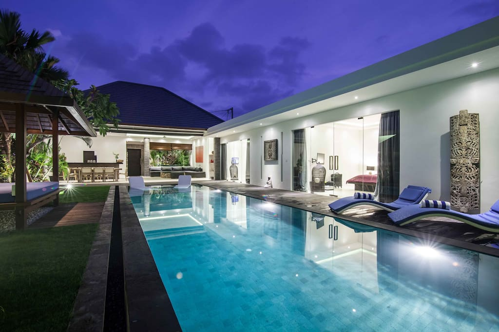 The Villa Jago, 3 bedrooms luxurious accomodation only 5min away from Seminyak