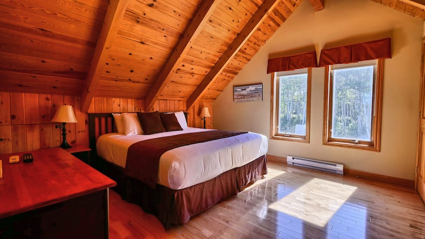 3 Bedroom Executive Chalet at Pictou Lodge