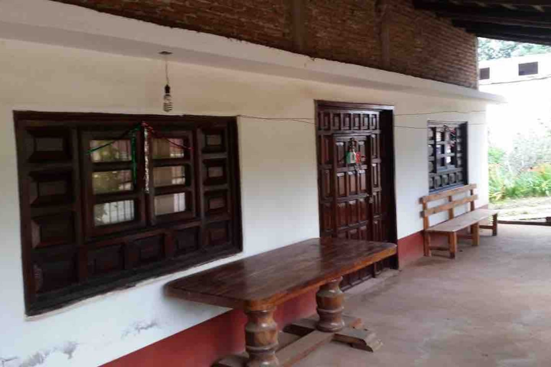 Confortable cabaña para 10 personas, 3 recamaras, cocineta completa, desayunador, comedor, estufa, refrigerador, sala y baño, calentadores de ambiente de gas, espacios amplios, excelente para pasar una estancia agradable en Mazamitla.