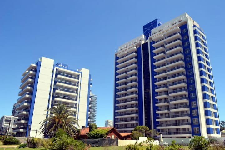 Modern 2bed Flat very close to the beach