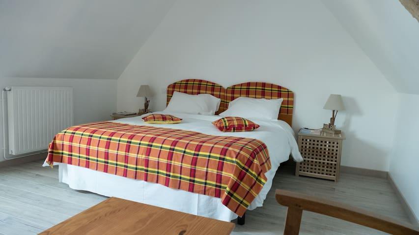 """Room """"Fort-de-France"""" - Trévières - Bed & Breakfast"""