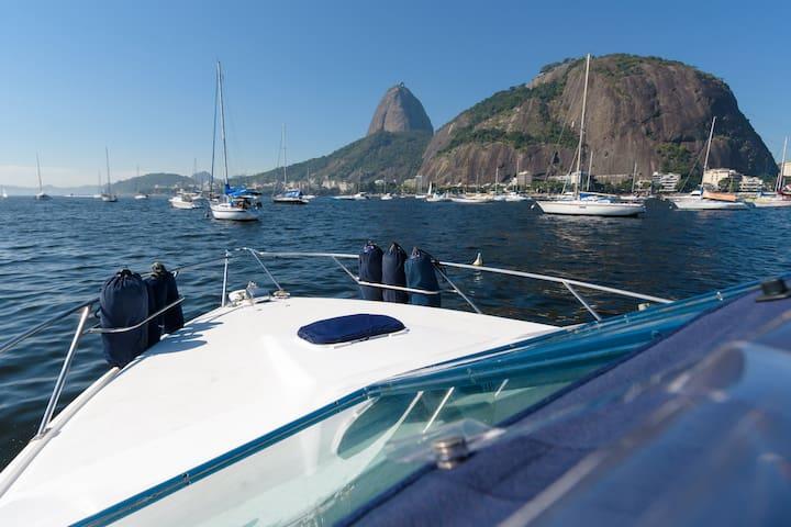 Lancha Cabinada 30 pés 13 pessoas Rio de Janeiro