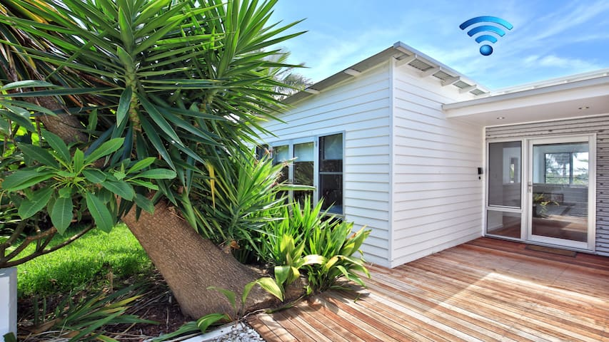 Palm Oasis- family friendly close to beach