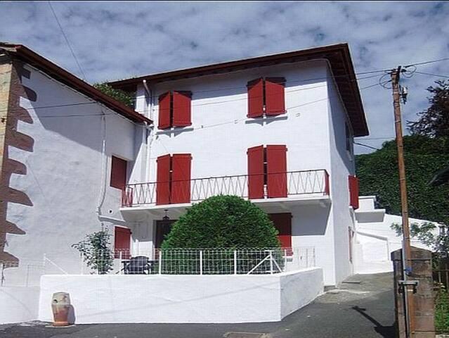 Maison de village classée * * * - Saint-Étienne-de-Baïgorry - Ev