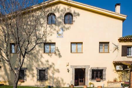Masia Carrabiscu, typical catalan house - Sant Iscle de Vallalta - Casa