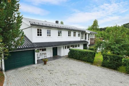 Beautiful and spacious house 1 hour from Oslo! - Jaren - Casa