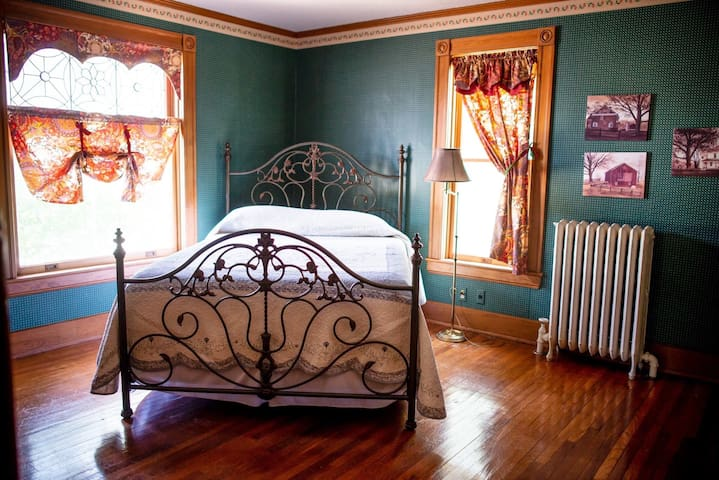 The Corner Bedroom at the Painted  Lady