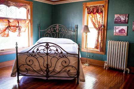 The Sunflower Bedroom at the Painted  Lady