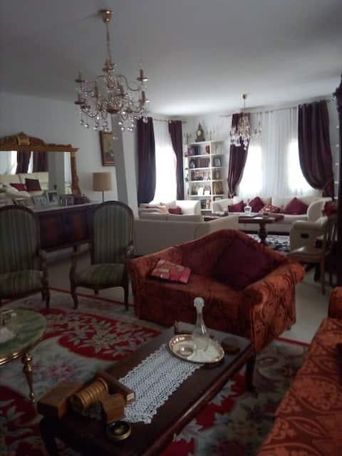 Chambre privée dans une villa spacieuse au centre