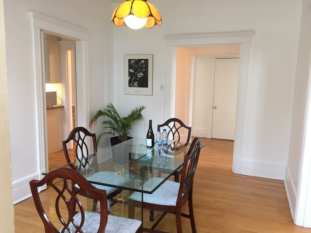 Bright & spacious 2 bedrooms in charming Outremont - Montreal - Leilighet