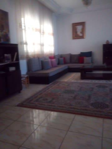 TUNIS : Comme chez vous très beau étage de villa