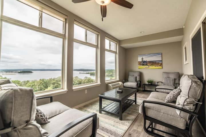 3 Bed, 3 Bath BEAUTIFUL Lake View Condo