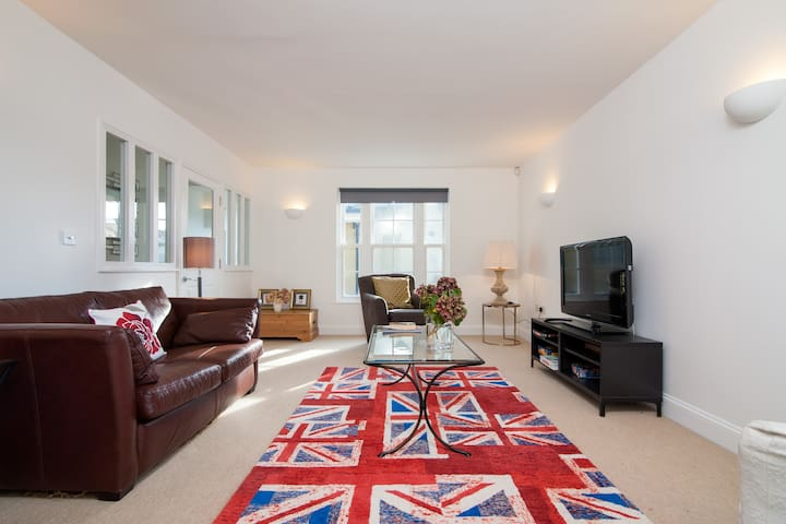 Spacious Home in Central Cheltenham - Cheltenham - Rumah