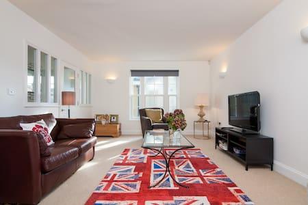 Spacious Home in Central Cheltenham - Cheltenham - Casa