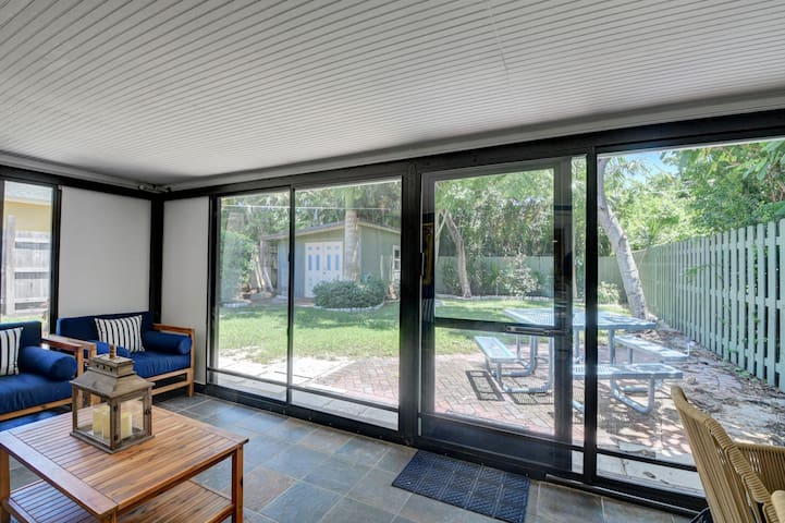 Air conditioned screen in porch leading out to private backyard