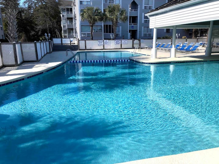 5 minute walk to the beach! 1st floor unit!