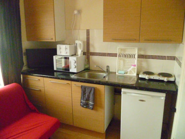LONDON STUDIO, 19MINS TO CITY, SLEEPS 2-4.