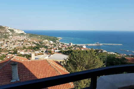 Cozy appartment with beautiful view on the sea! - Leilighet