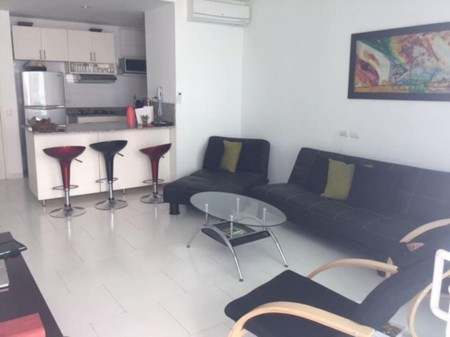 Stuen, bardisk og køkken