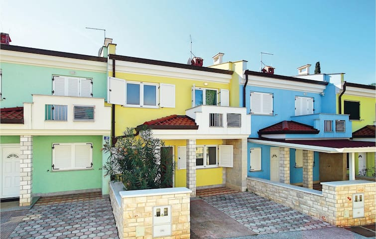 Terraced house with 4 bedrooms on 113 m² in Umag