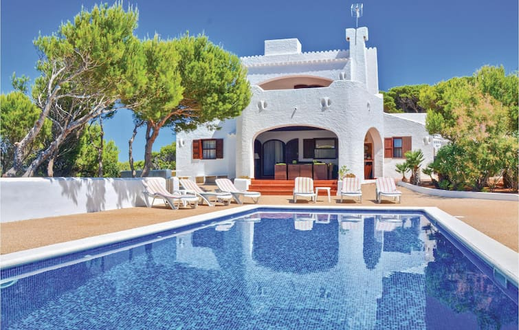Holiday cottage with 4 bedrooms on 121 m² in Cala Morell