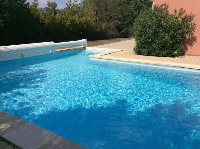 Villa piscine face au grand luberon