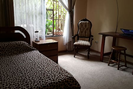 Private & cozy room near from Heredia downtown - Barva