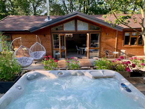 Wood-burner Hot Tub on the Edge of the New Forest